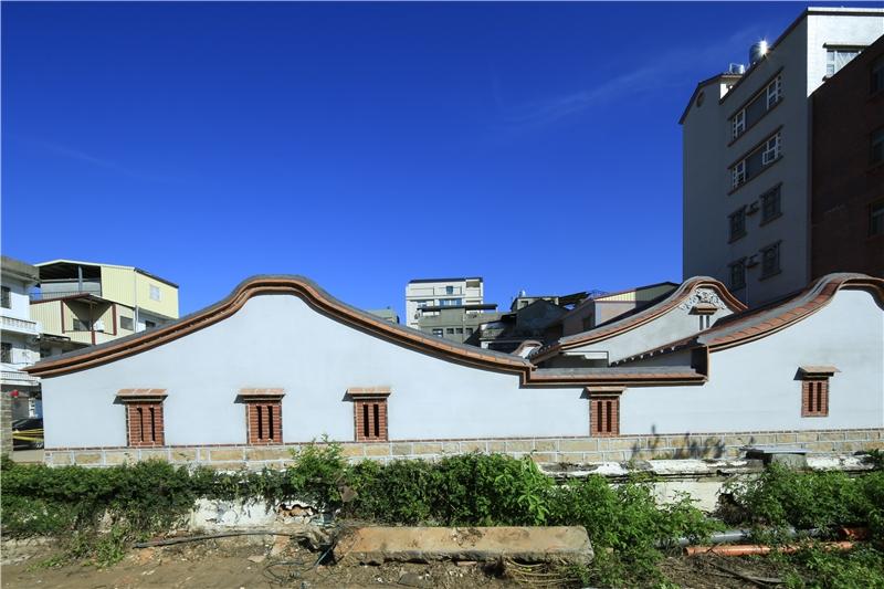 修復後的邱良功古厝左側景觀